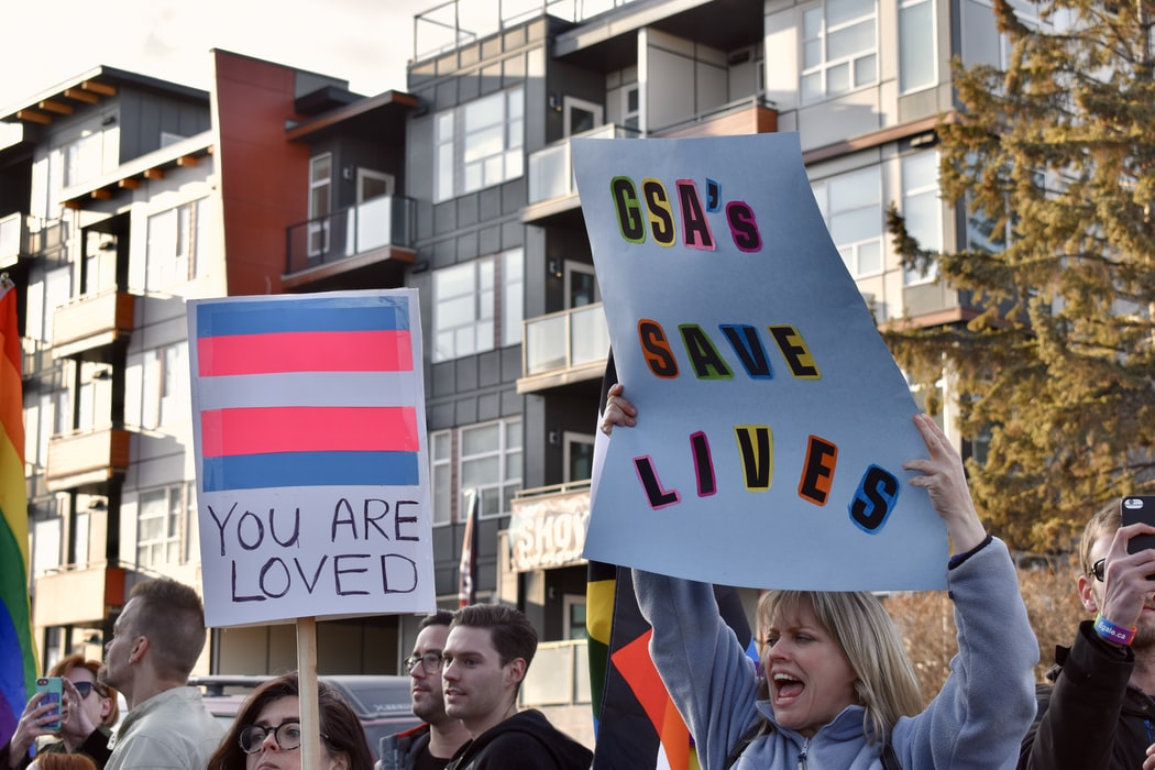 woman carrying signage with GSA's Save Lives