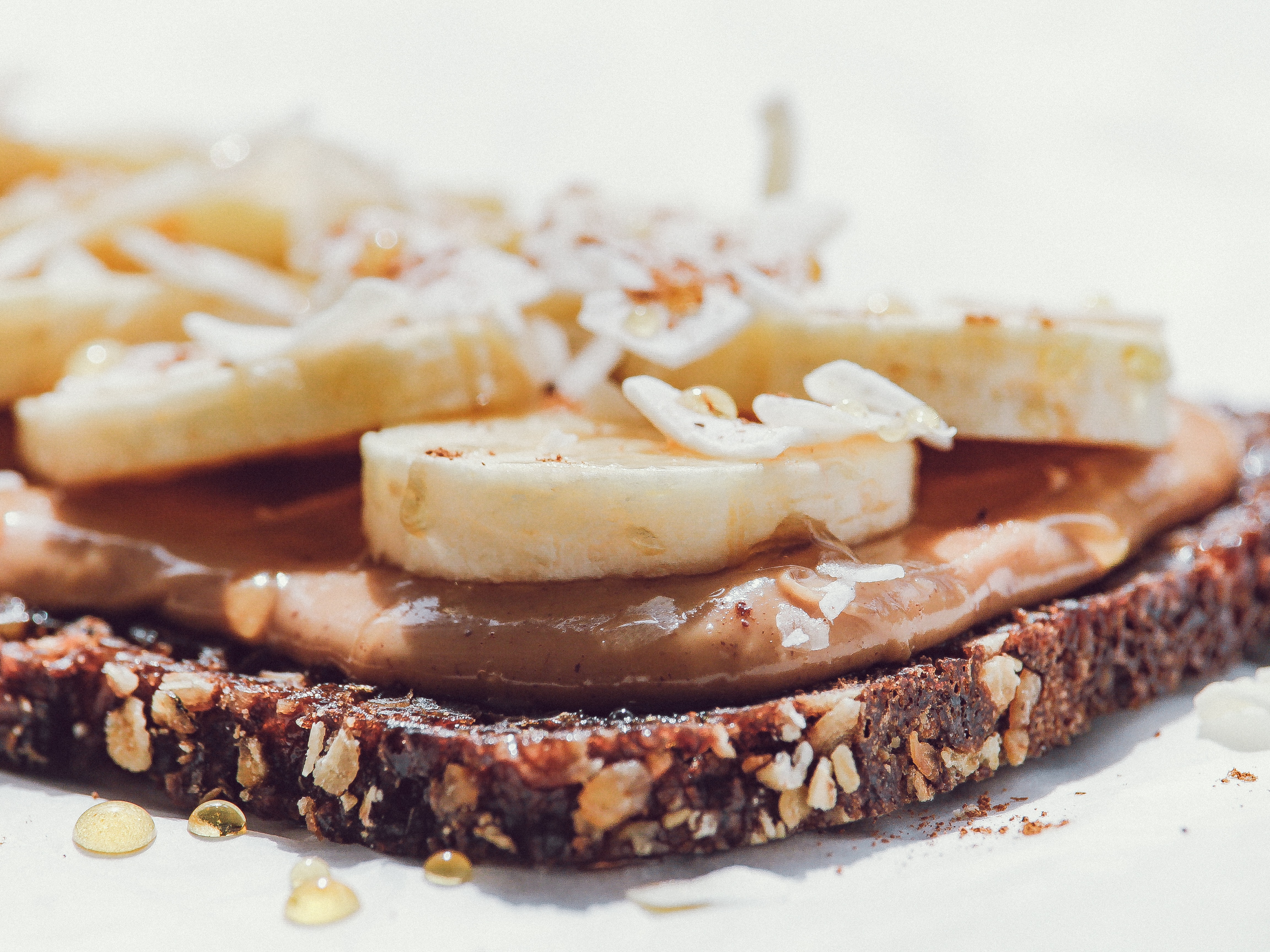 banana-topped cookie dessert