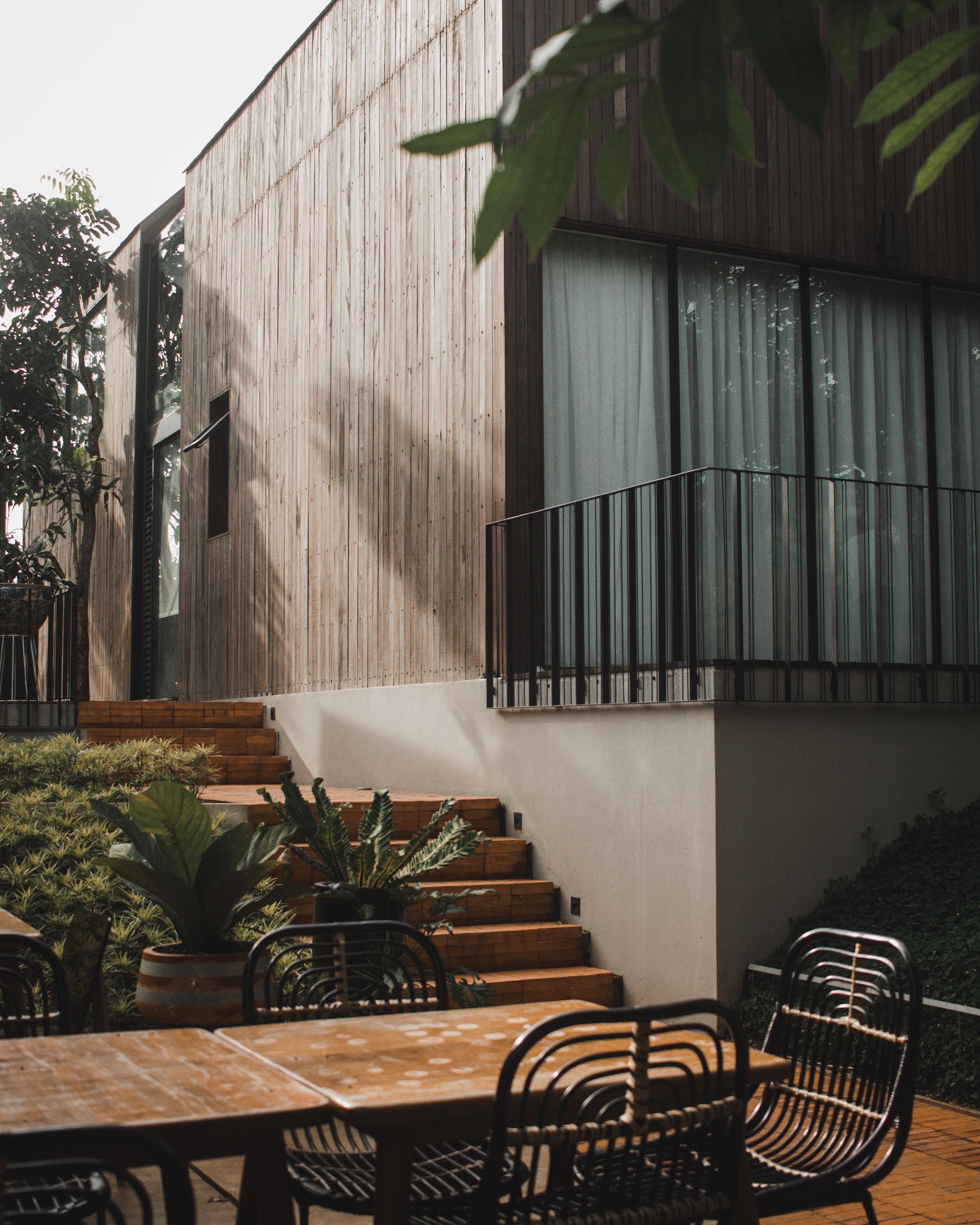 patio set near plants