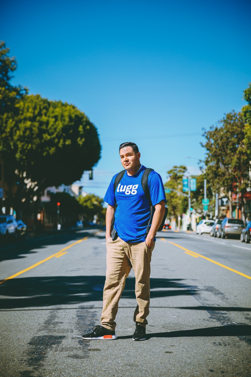 shallow focus photo of man in blue crew-neck T-shirt