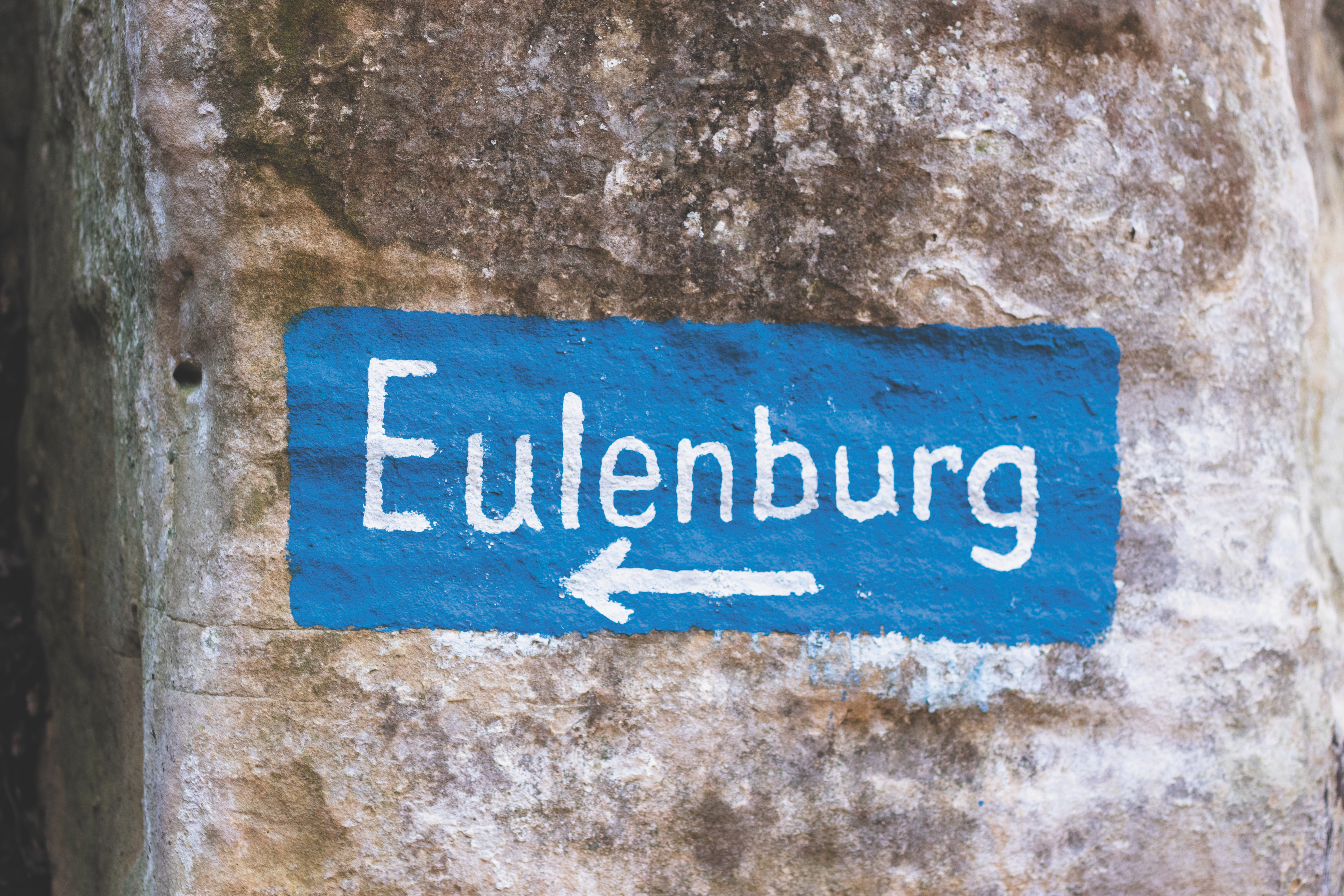 Eulenburg with arrow painted on wall