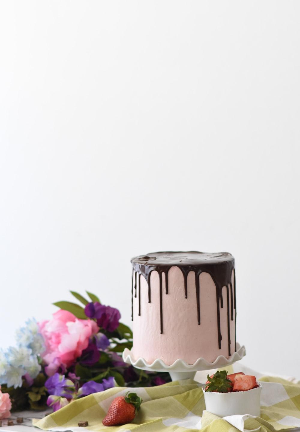 round whipped-cream cake
