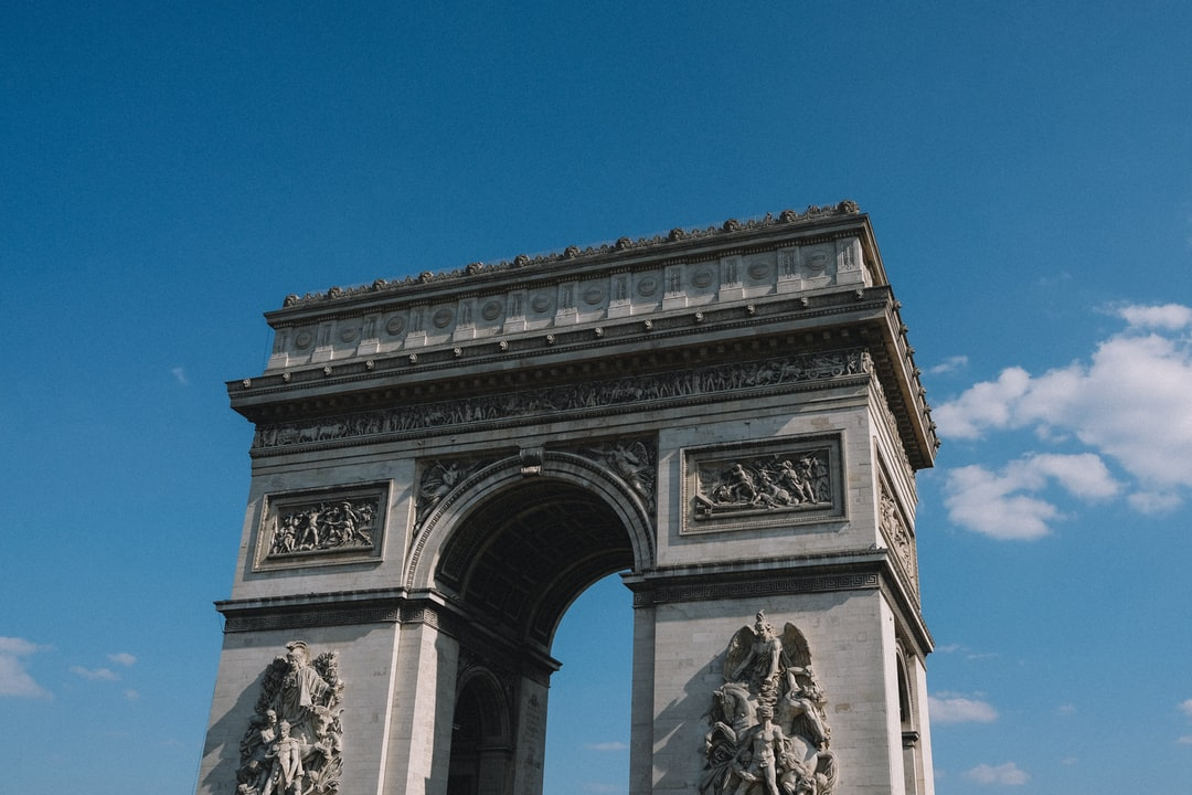 I was wandering in Paris. It's fun to be a tourist in your own city. L'arc de Triomphe is really stunning, big and powerful.