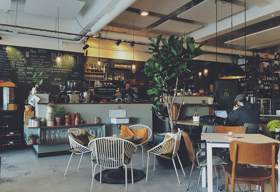 <b>interior</b> of a coffee shop photo – Free Cafe Image on Unsplash