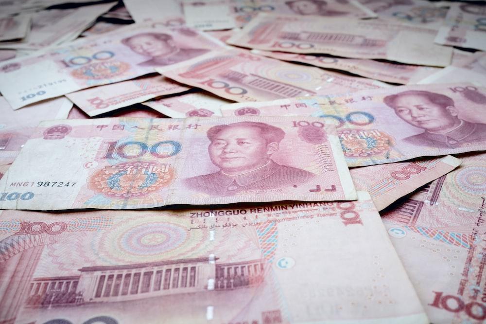 100 Chinese yuan banknotes