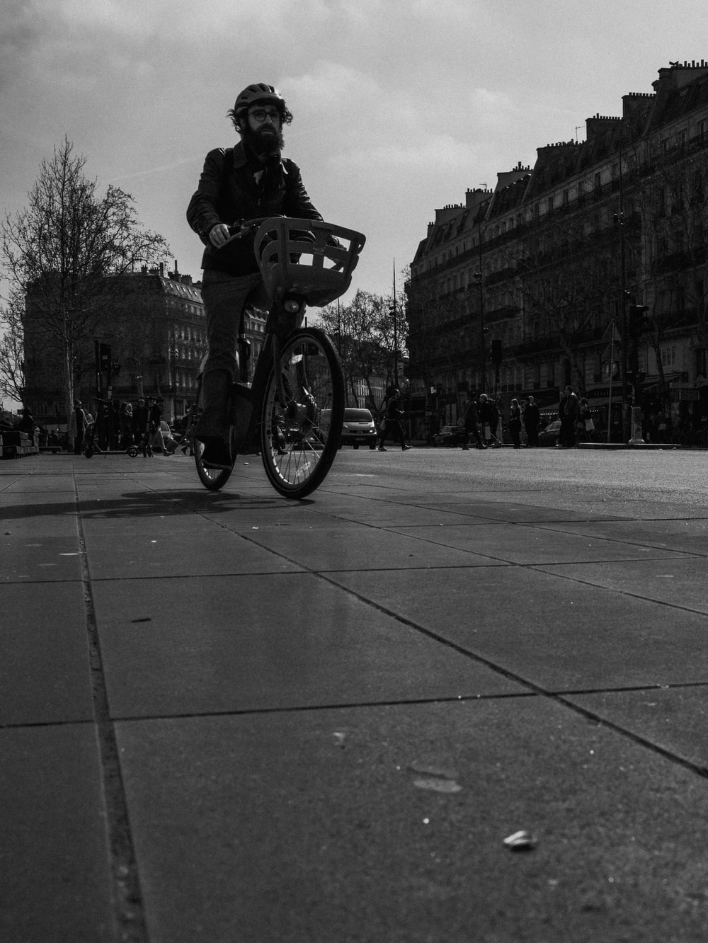 person riding bicycle during daytime