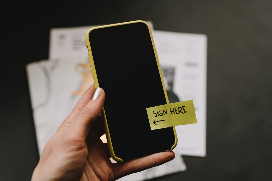 /signing-documents-with-just-your-phone-a-step-by-step-guide-625r32yi feature image