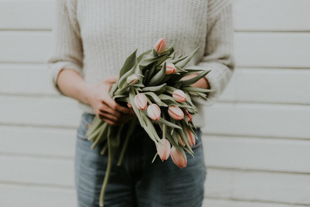 女性holdi花の花束