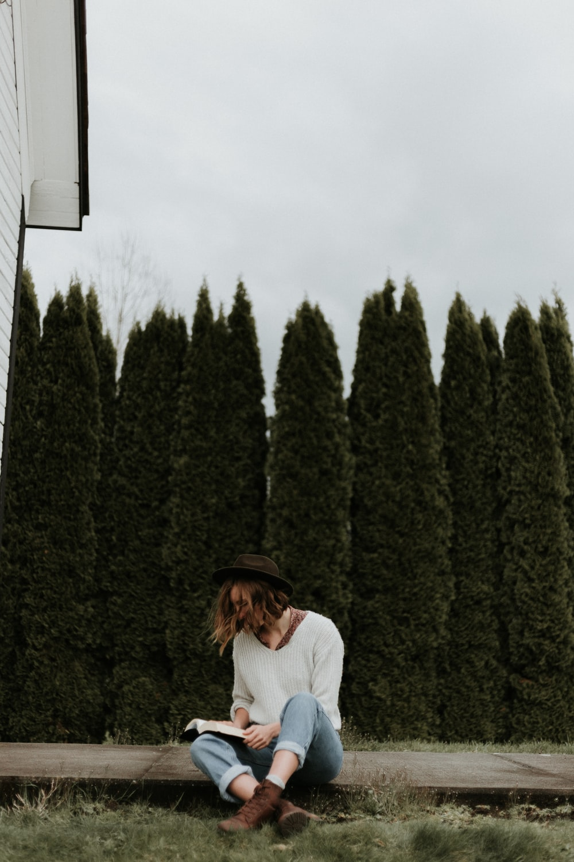 women's white long-sleeved shirt