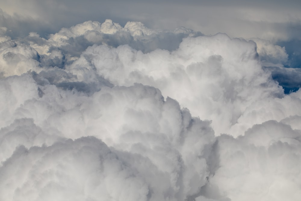 clouds on mid air at daytime