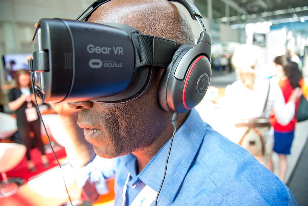 unknown celebrity wearing Samsung Gear Oculus VR headset