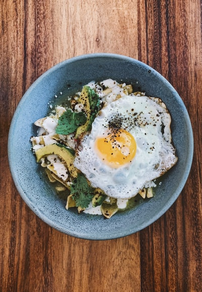 cooked egg in bowl