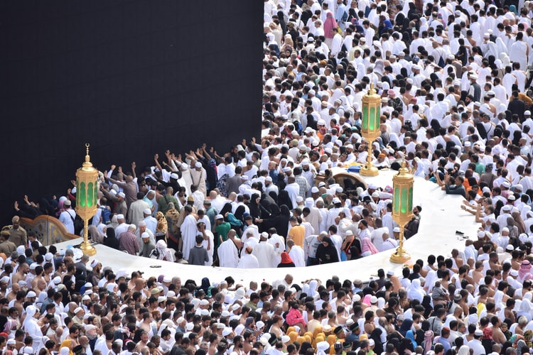 Umrah is not a pillar of Islam, however (smaller-sized) expedition which is highly suggested for Muslims. Muslims carry out Umrah to repent of their sins, increase justice, clean their sins (big or small) and need that Allah fulfills his dreams. There are many Umrah bundles on the internet today, consisting of all centers and quality services. This online center makes booking simpler than ever. It's simply that you can pick up the contact number in your home and book the Umrah package online.