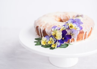 one layer cake with purple orchi flowers