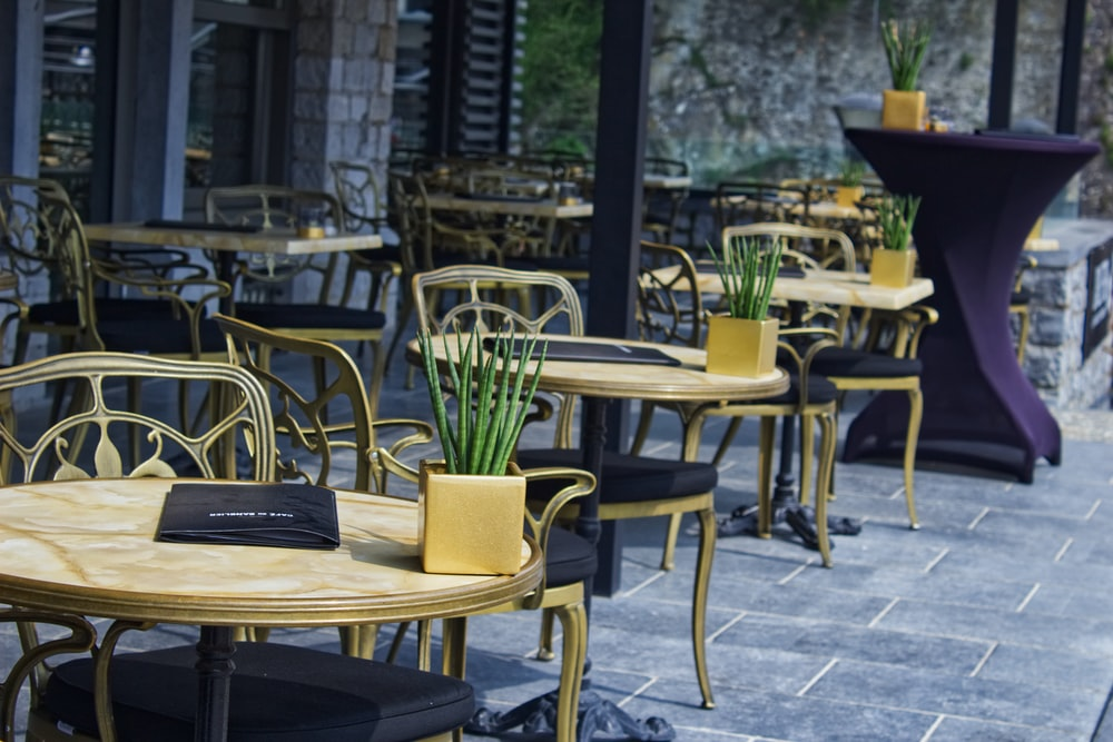 vacant table and chair outdoor during daytime