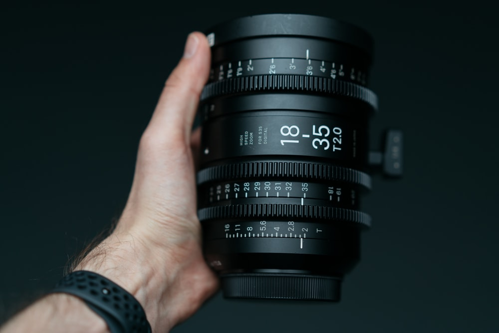person holding 18-35 T2.0 camera zoom lens