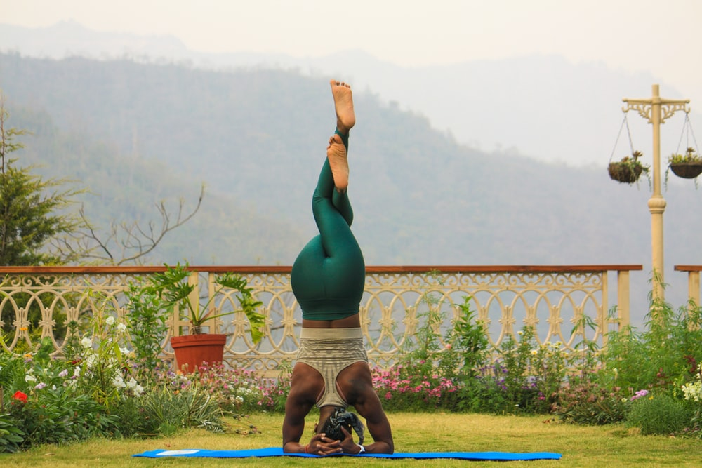 woman doing fitness headstand