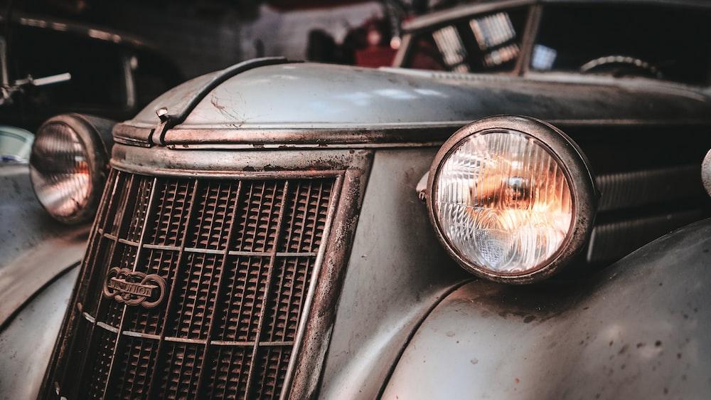 closeup photo of classic silver vehicle