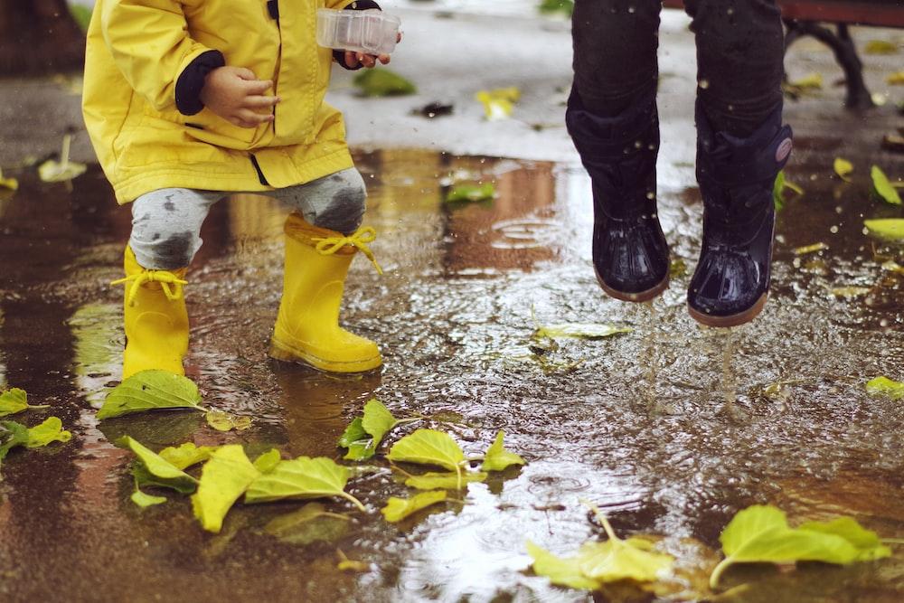 toddler wearing rainboots