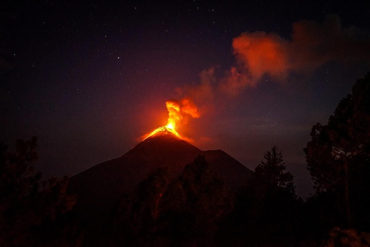 Volcán en erupción, volcán Fagradalsfjall,