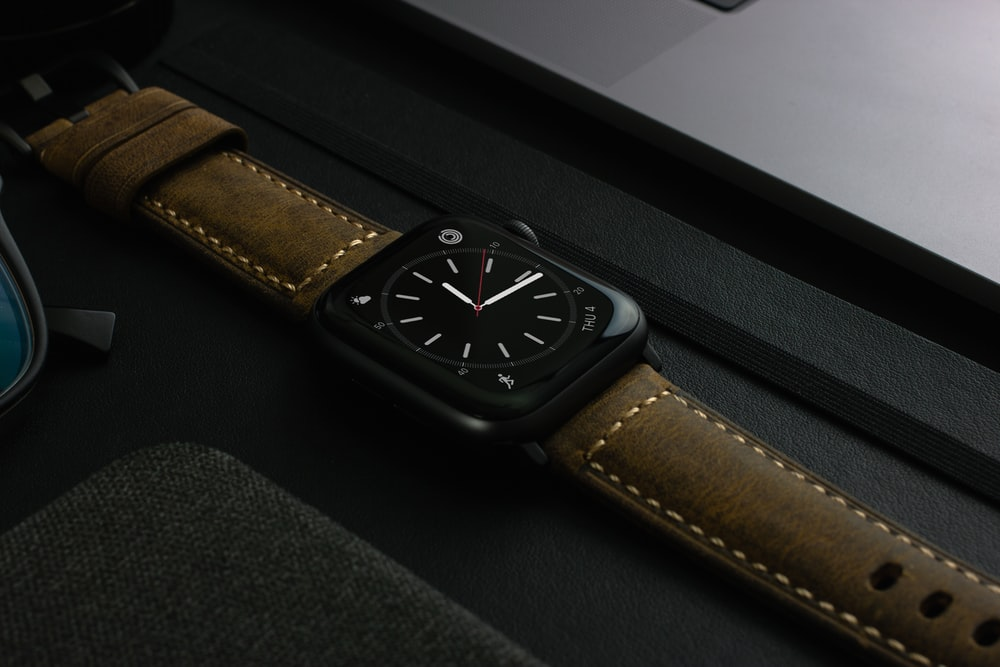 aluminum case apple watch with brown leather band