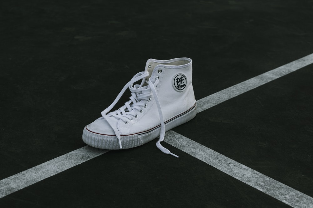unpaired high-top shoe