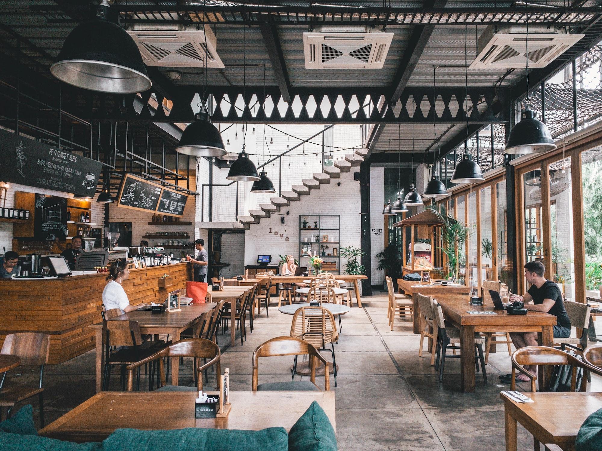 Land beschließt Fahrplan zur schrittweisen Öffnung von Gastronomie und Beherbergungsbetrieben