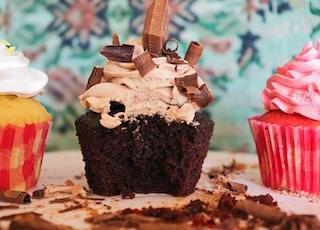 selective focus photography of chocolate cupcake