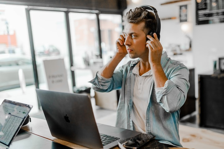 How E-commerce Businesses Can Benefit From VoIP