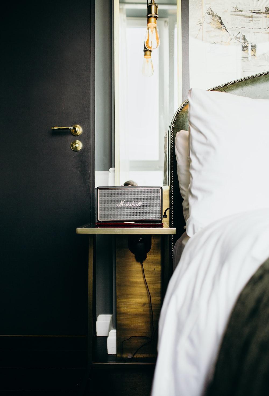 brown Marshall radio