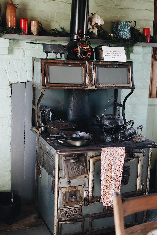 gray cookwares on burner