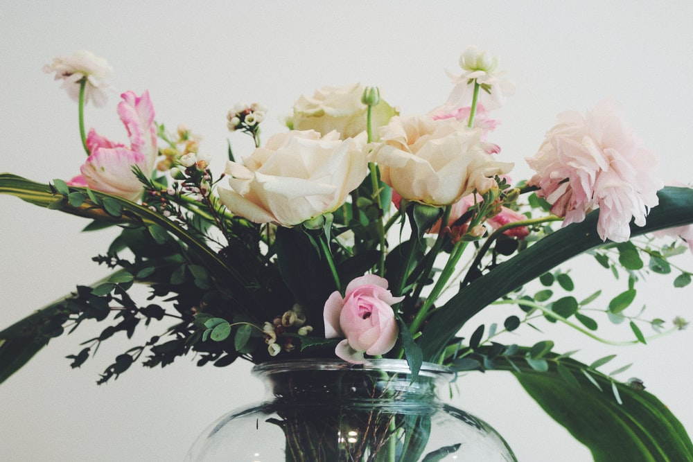 white and pink roses in vase