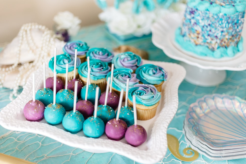 cake pops with cupcakes on tray