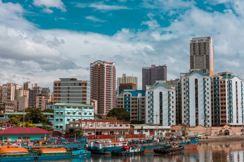 cityscape photography of buildings and boats