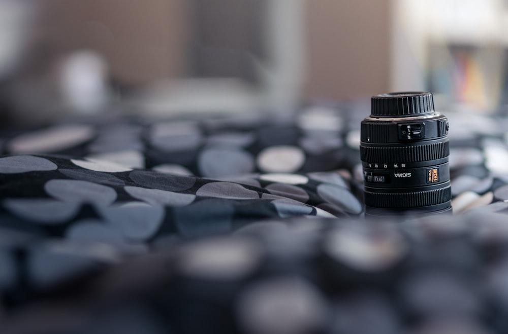 selective focus photo of telephoto lens