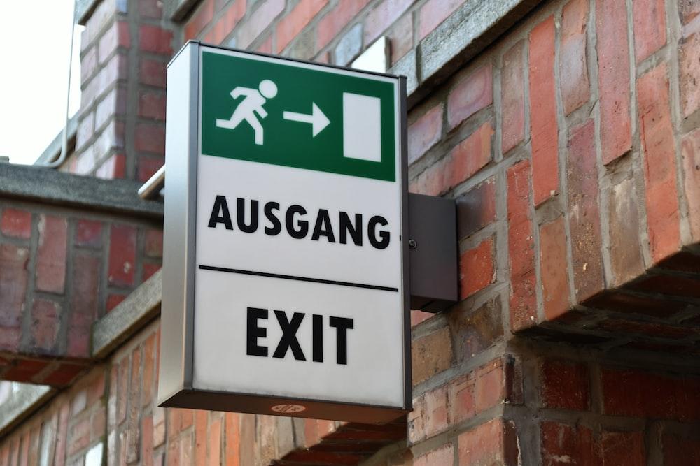 Ausgang exit signage
