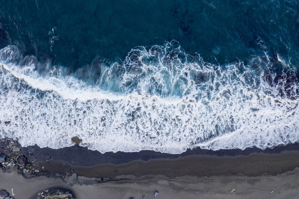 aerial photo of ocean waves