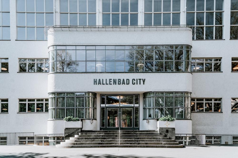 Hallenbad City building