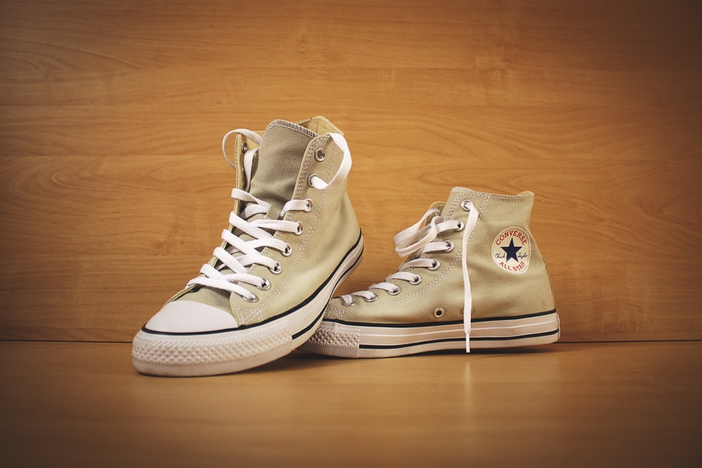 Conductividad Albany Cubeta  brown Converse high top shoes photo – Free Apparel Image on Unsplash