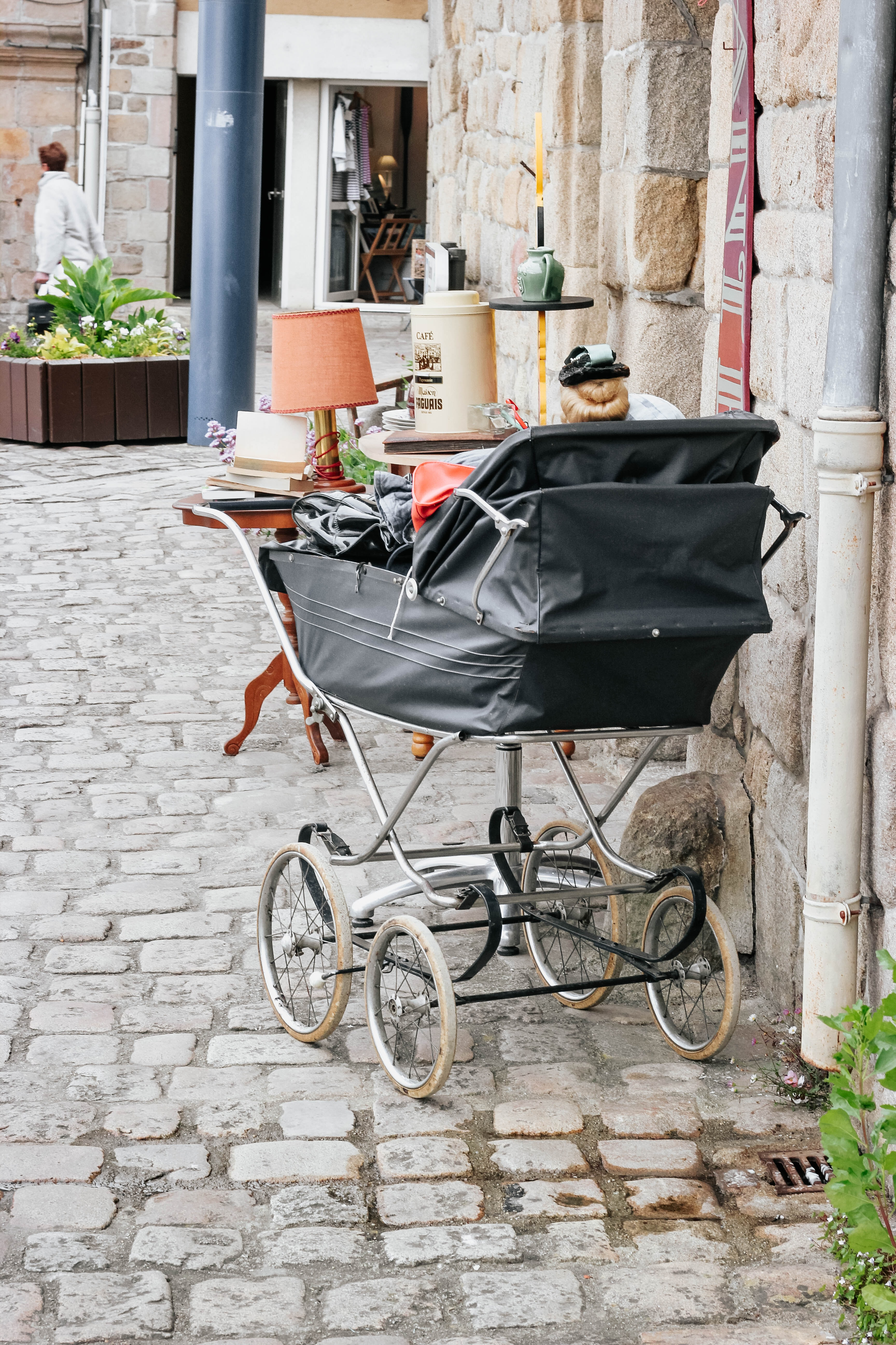 black stroller near wall