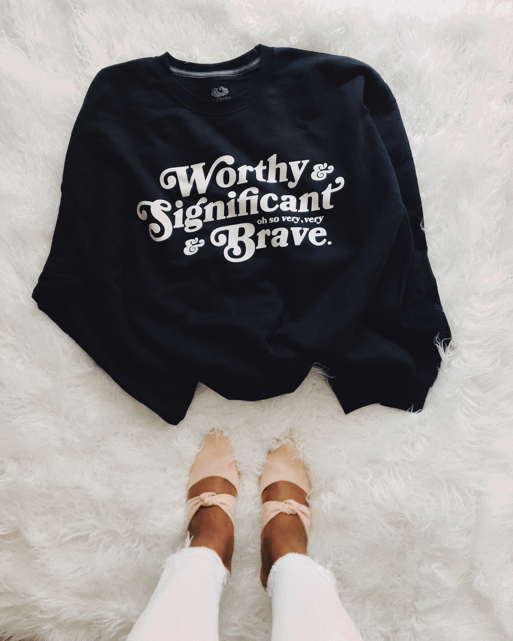 black and white Worthy & Significant & Brave text-printed top