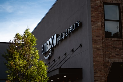 Amazon pickup & returns building