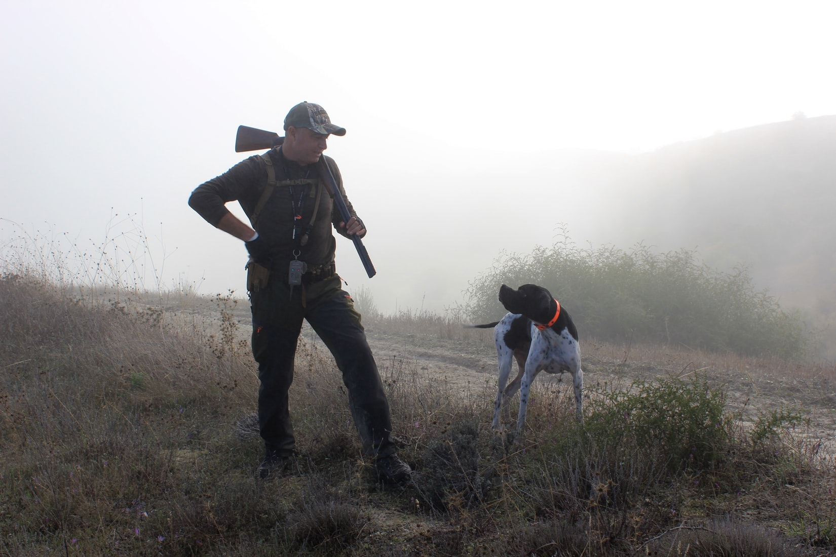 chasseur et son chien