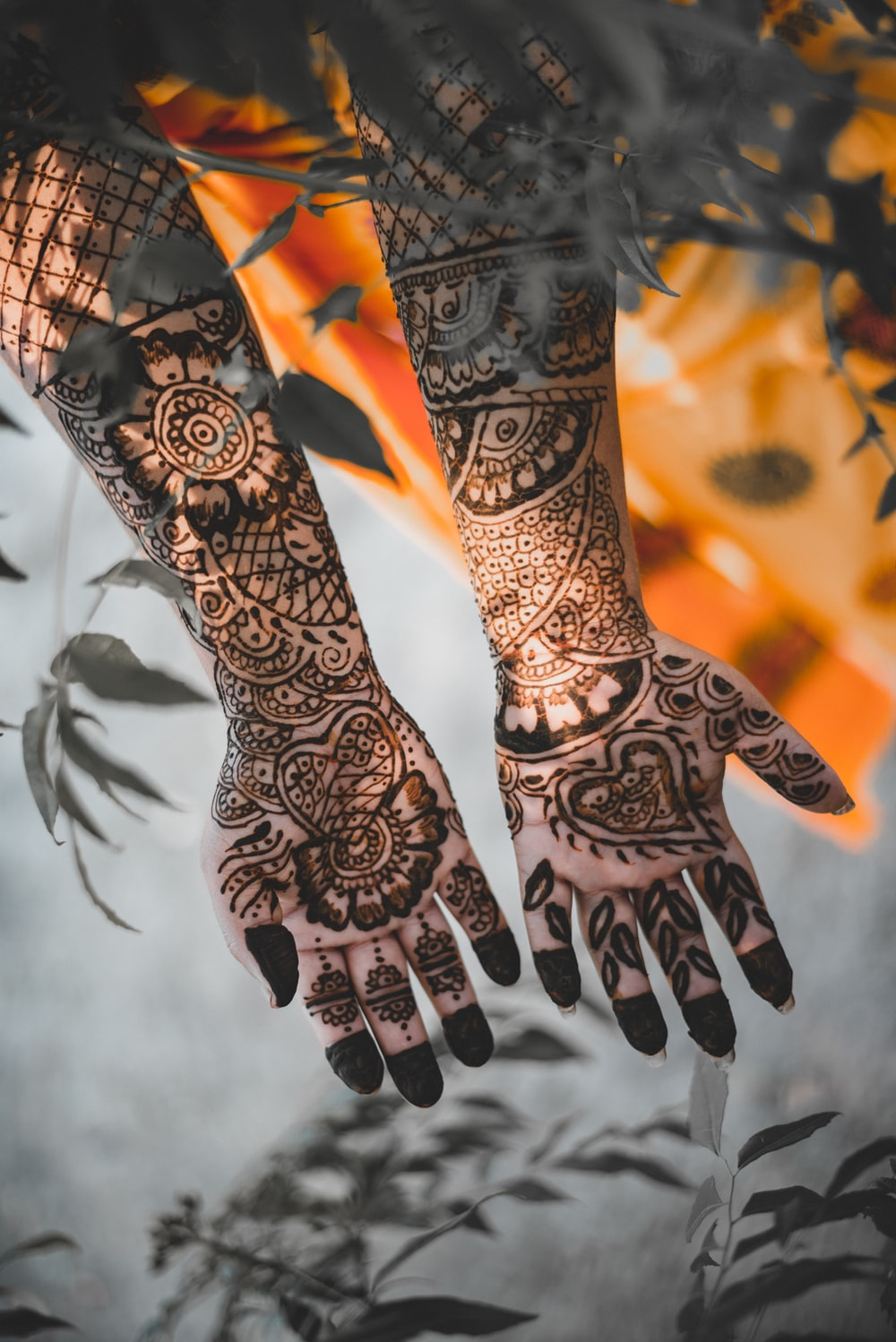 black mehndi tatoo