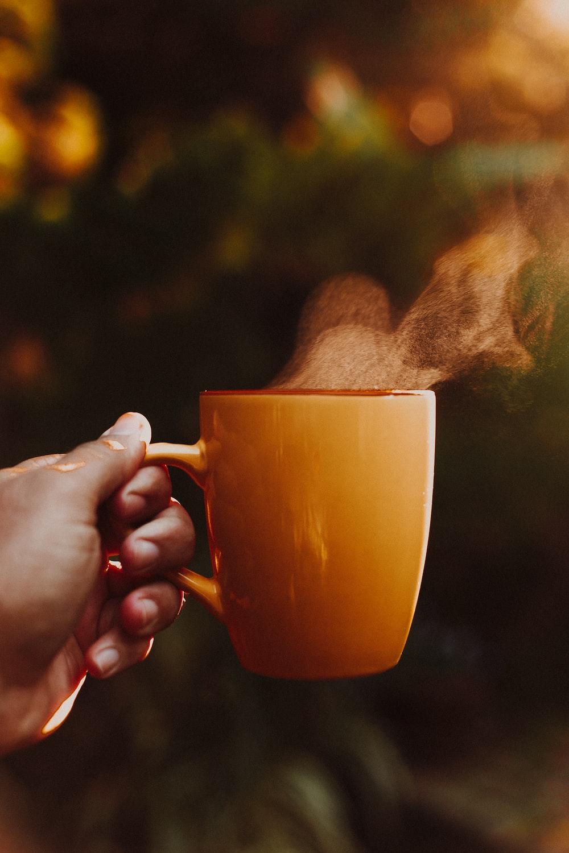brown ceramic mug on selective focus photography