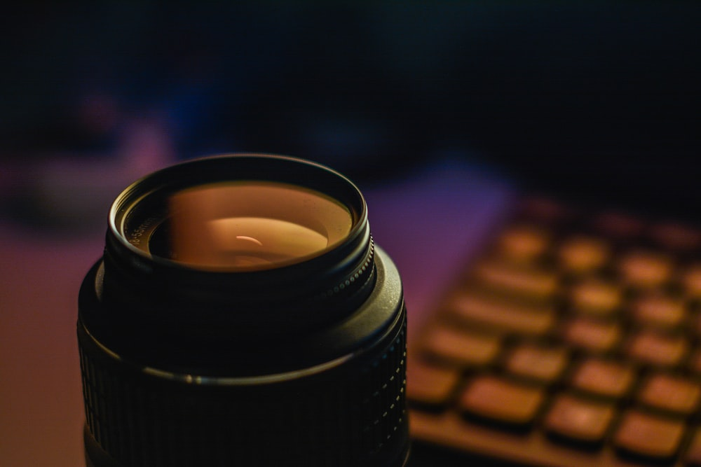 selective focus photography of telephoto lens
