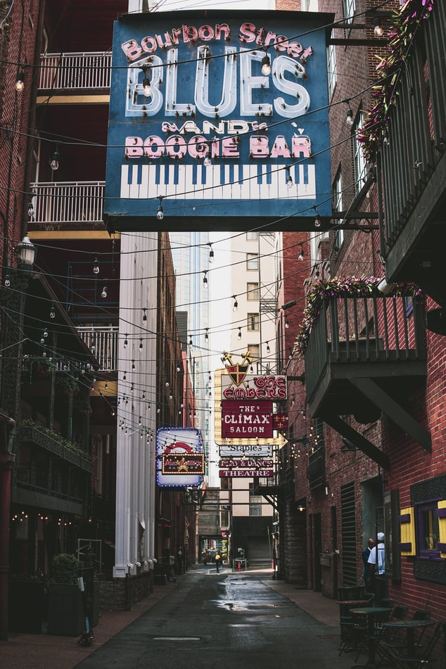a view down an alleyway in Nashville, Tennessee