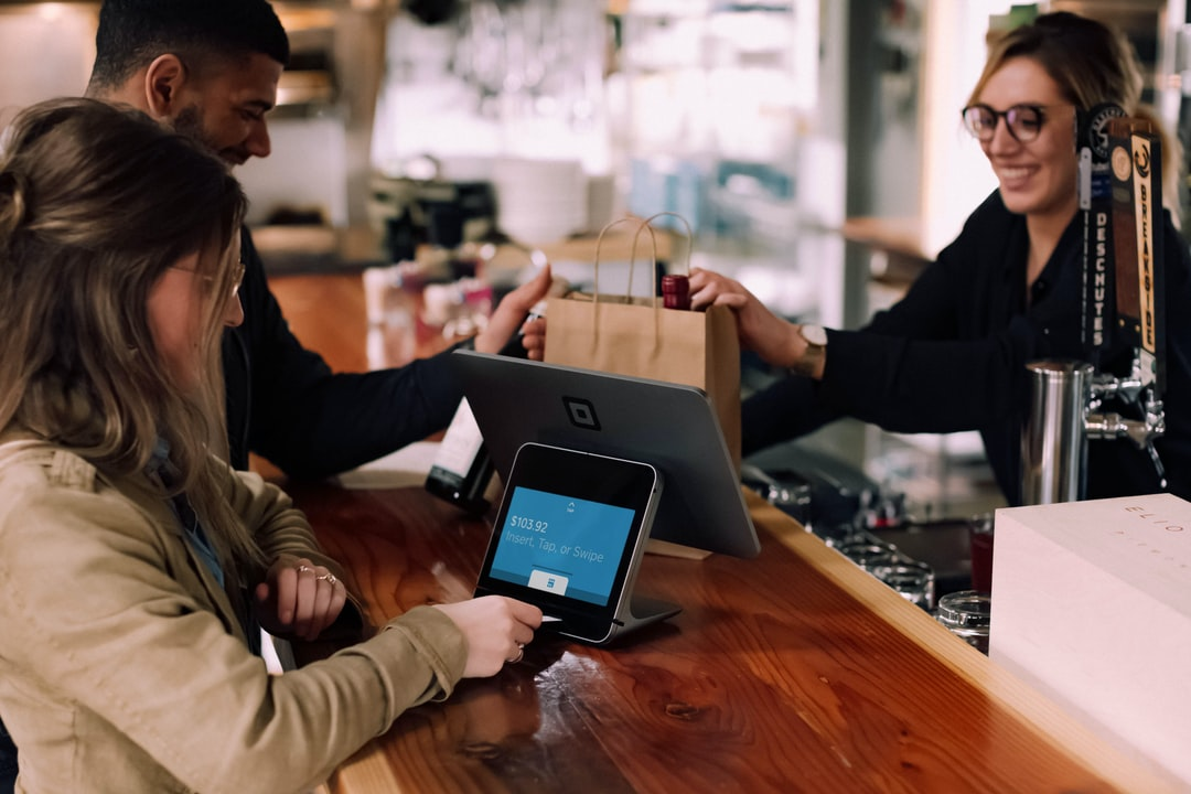 /bricks-and-clicks-or-why-omnichannel-is-the-future-of-retail-nm683y5m feature image