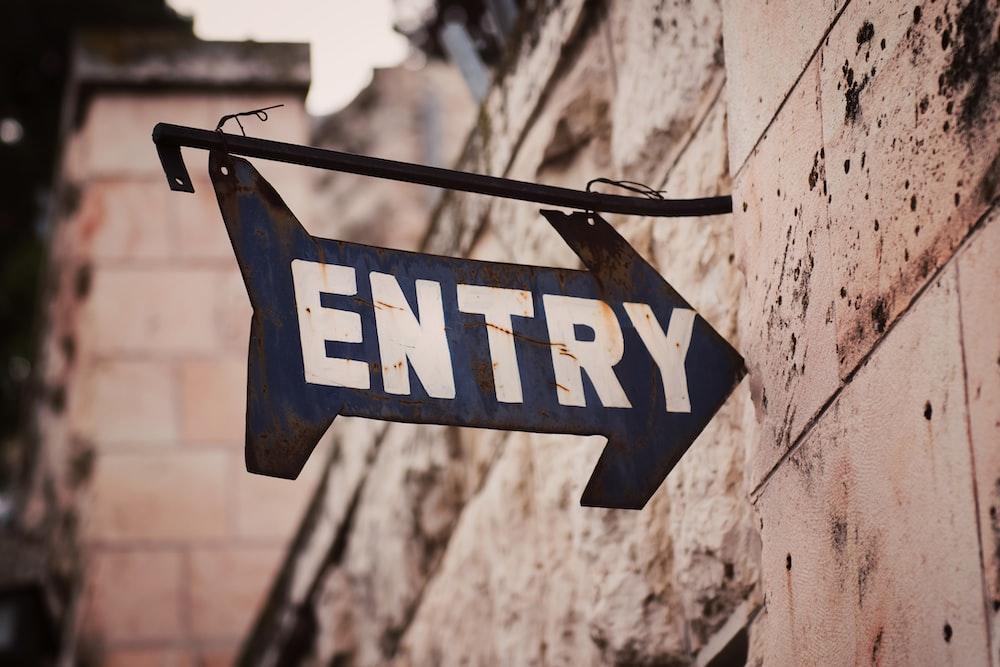 bleu entry signage