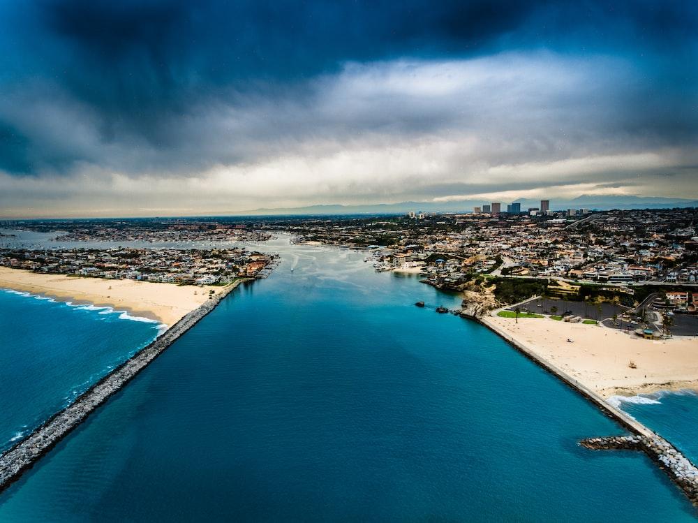 bird's-eye view photography of city near sea